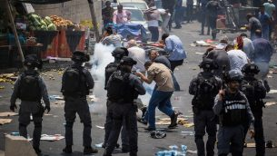 Israeli police and Palestinians clash
