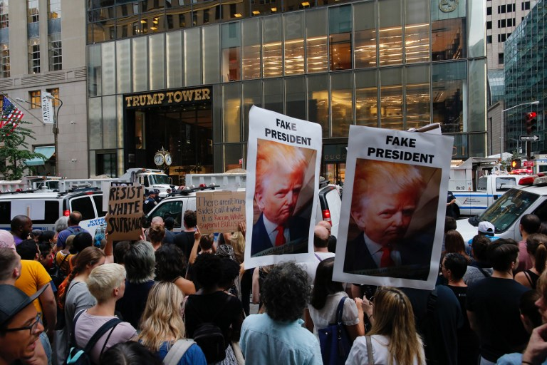 Protesters gather near Trump Tower to protest against US President Donald Trump in New York, August 14, 2017. (AFP/EDUARDO MUNOZ ALVAREZ)