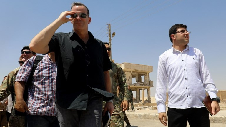 Brett McGurk (L), US special presidential envoy for the Global Coalition to Counter IS, arrives for a meeting with the Raqqa Civil Council on August 17, 2017, in the northern Syrian village of Ain Issa. (AFP Photo/Delil Souleiman)