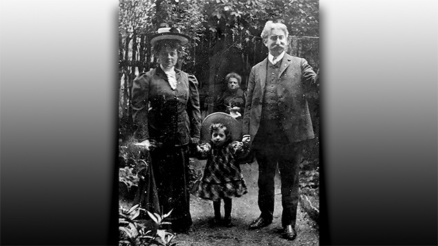 Ilsa Stanley with her parents, Henriette Fröhlich and Magnus Davidsohn