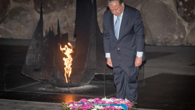UN Secretary General Antonio Guterres lay a wreath during a ceremony at the Hall of Remembrance in the Yad Vashem Holocaust memorial in Jerusalem August 28, 2017. Photo by: JINIPIX