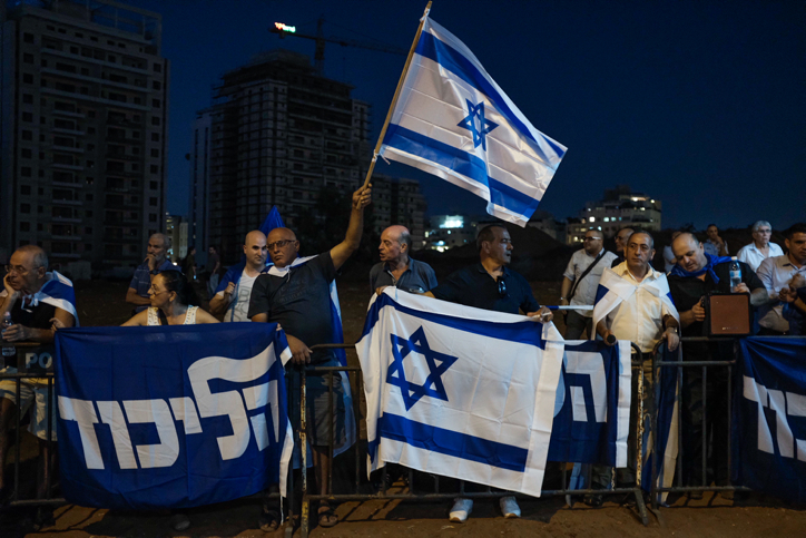 Netanyahu delivers fiery speech at rally