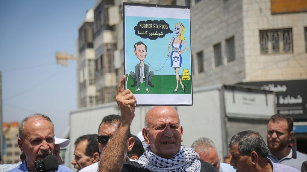 Palestinian demonstrators protest against the US delegation headed by White House senior adviser Jared Kushner ahead of its scheduled meeting Palestinian Authority President Mahmoud Abbas in Ramallah, on August 24, 2017. (Flash90)