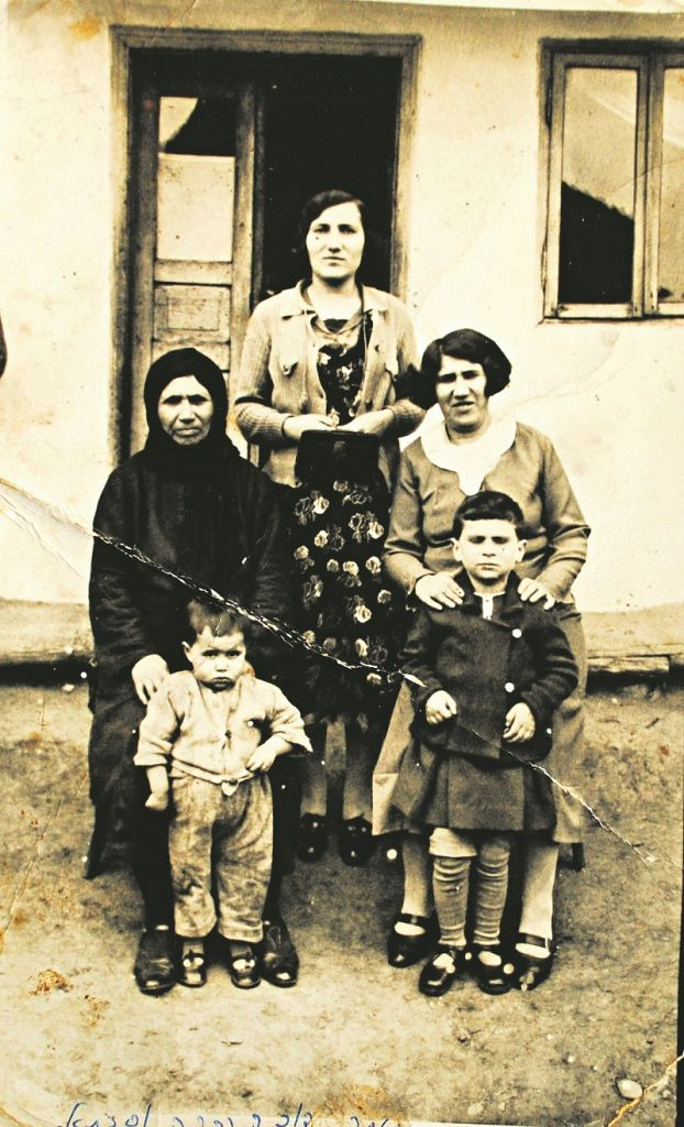 Avital Baruch's great-grandmother Gitté with her daughters, Rivka and Chaya and Chaya's daughters, Sophica and Tonie, in 1938