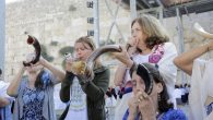Women blowing shofars