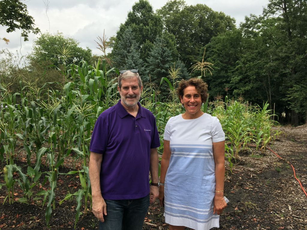 Rabbi Steven Kane of Congregation Sons of Israel and congregant/landscape design consultant Ryna Lustig. (Courtesy)