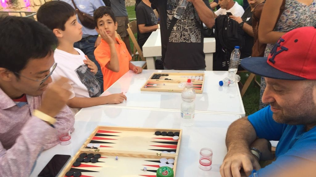 Top international player Falafel (right) and former World Champion Mochy Mochizuki compete in an early round of the Jerusalem Backgammon Championships on August 24. (Times of Israel staff)