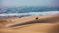 Un safari en jeep en Namibie. Illustration. (Crédit : Kavram/iStock via Getty images)