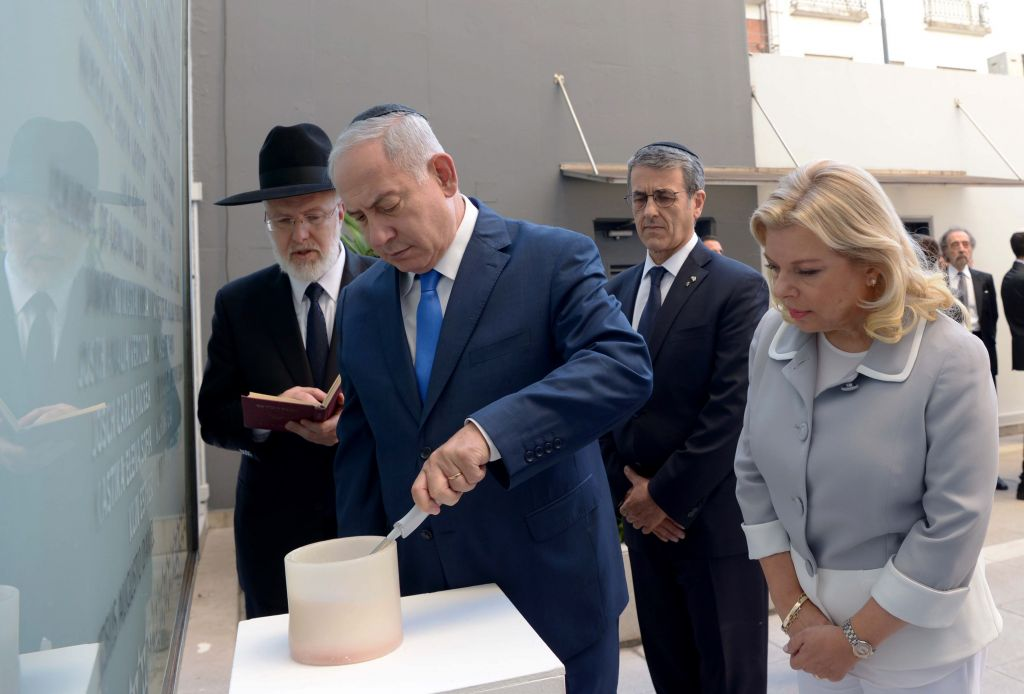 Israeli prime minister Benjamin Netanyahu lights a memorial candle at the site of the 1992 bombing, during his official state visit to Buenos Aires Photo by Avi Ohayon/GPO via JINIPIX