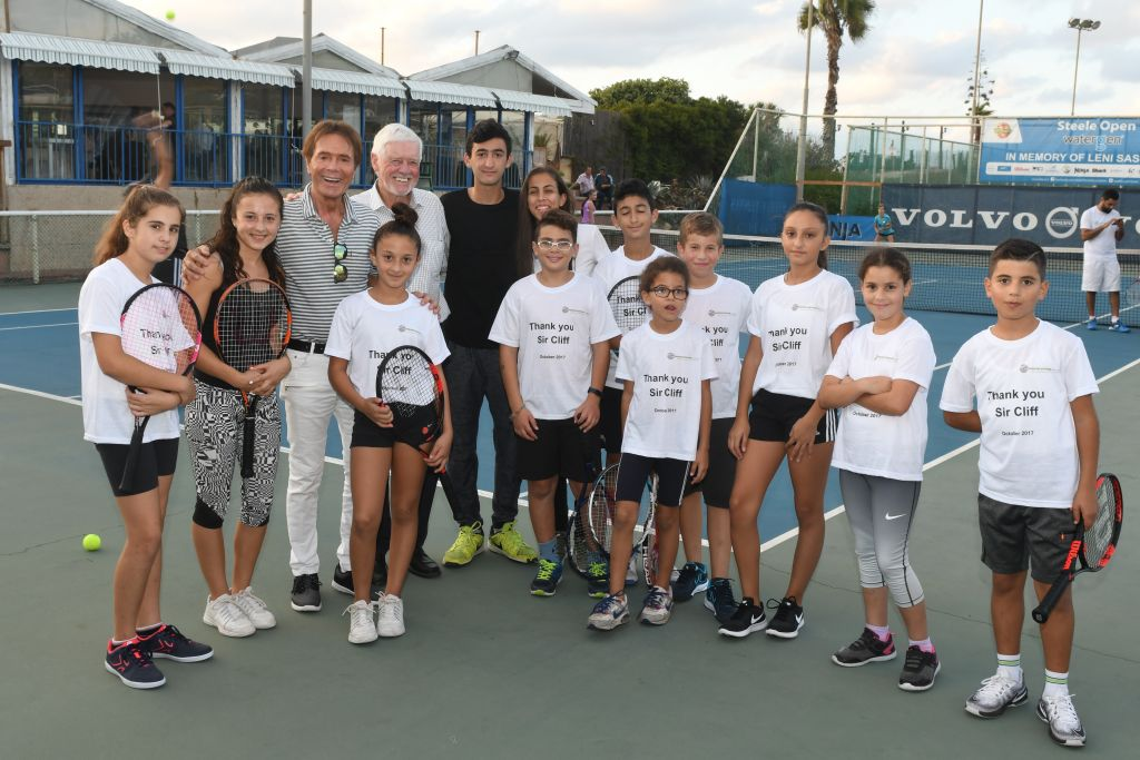 Sir Cliff (third from left) poses with Jewish and Arab Israeli kids in Herzliya
