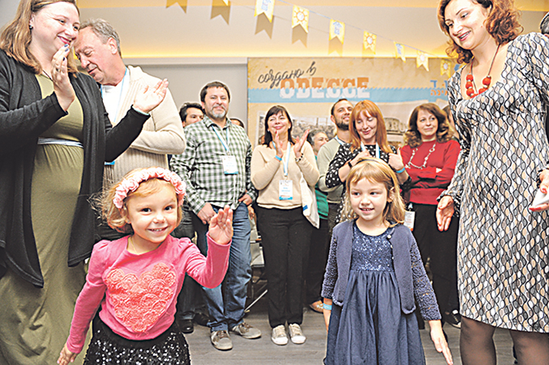 Children join in the Limmud FSU fun