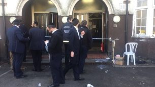 The synagogue has been sealed off, as police investigate Sunday afternoon's attack.    Credit @shomrimlondon