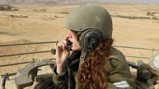 A female IDF tank instructor