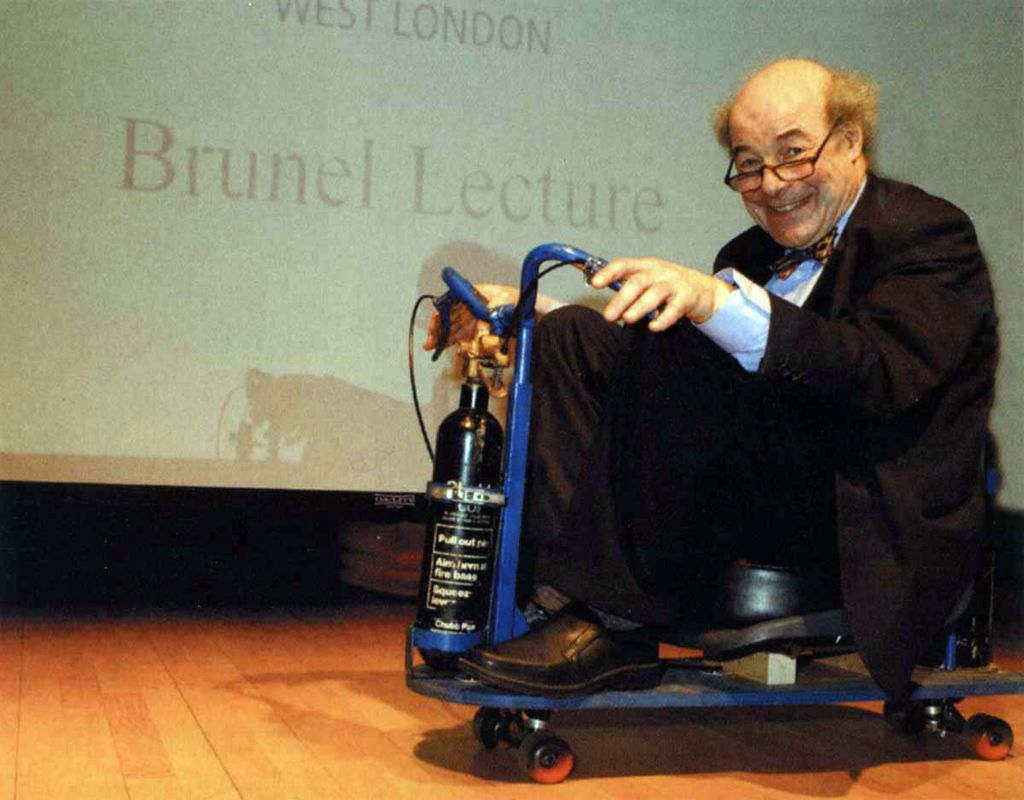 Heinz Wolff, scientist and Great Egg Race presenter, dies at 89