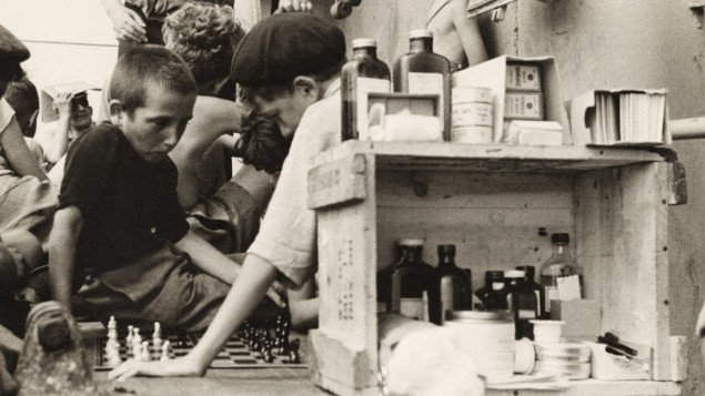 Ruth Gruber children playing chess