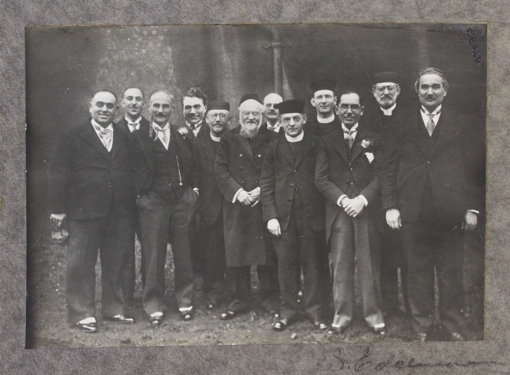 swansea jewish singles The swansea jewish community — the first century1 harold pollins t he town and port of swansea (in welsh, abertawe) was the location of the first jewish community in wales, although its.