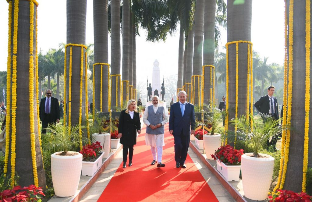 Modi welcomes Israeli PM at start of India trip