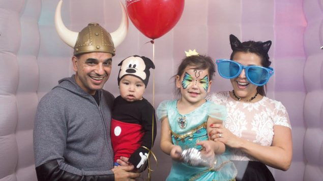 C01-F-family-purim-A