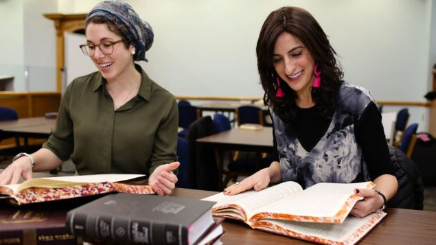 Leah Sarna and Dina Brawer, Yeshivat Maharat Class of 2018 / Photo Credit Shulamit Seidler-Feller