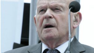 Ben Helfgott speaking at Yom Hashoah