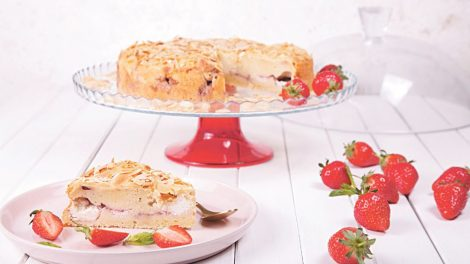 strawberry and almond cheese cake
