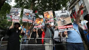 Pro-Palestinian demonstrators outside the Embassy of Saudi Arabia, London, during an Al-Quds Day march in support of Palestinians. PRESS ASSOCIATION Photo. Picture date: Sunday June 10, 2018. See PA story PROTEST Flags. Photo credit should read: Yui Mok/PA Wire