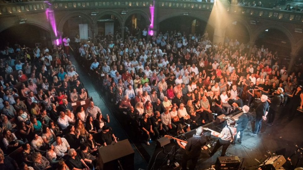 700 people enjoy watching Danny Sanderson and Gidi Gov performing Kaveret. Pictures by: MART Photography