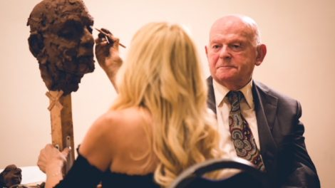 Frances Segelman sculpting Sir Ben Helfgott  Credit: Yad Vashem UK