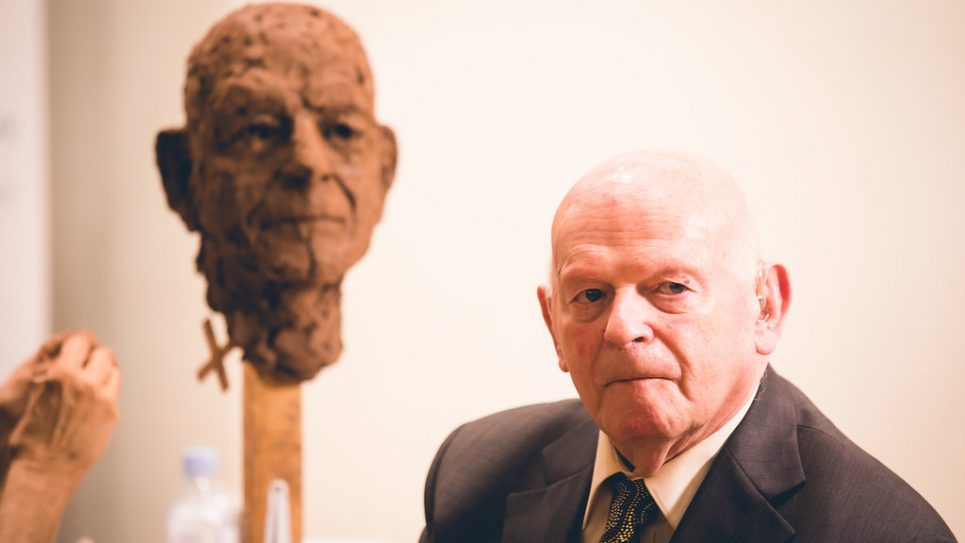 Ben Helfgott with his sculpture   Credit: Yad Vashem UK