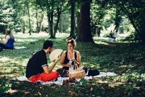 Eighteen:22 participants Romina Charur of Buenos Aires and Evan Davidoff of New York participate in a blind-date picnic discussion.