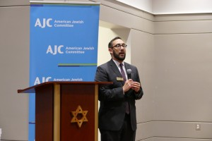 JC Atlanta Regional Director Dov Wilker introduces Eldad Beck at Congregation B'nai Torah.
