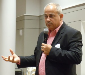 Mohammed Darawshe speaks to Congregation B'nai Torah