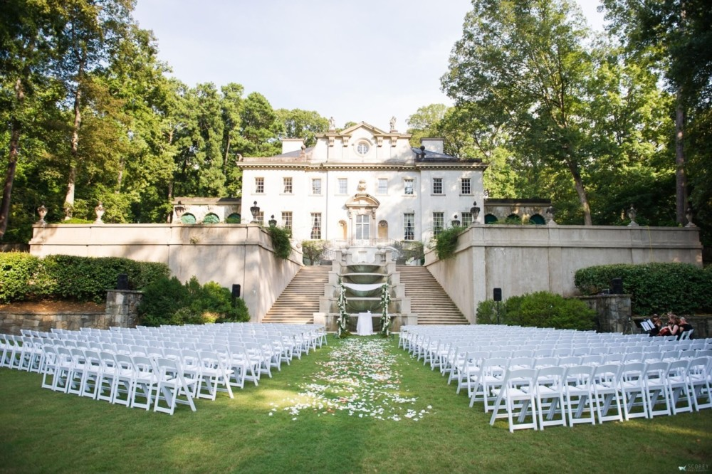 The Swan House Gardens lend elegance, beauty and Southern charm to a simcha.