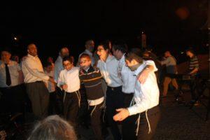 Yeshiva Ohr Yisrael students join the kumzitz fun. (Photo by R.M. Grossblatt)