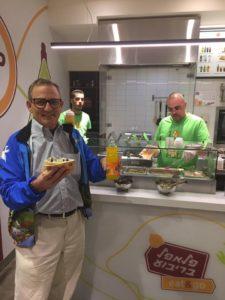 Morris Maslia experiences the square falafel at Falafel Bri'bu'a.