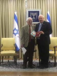 Rabbi David Geffen presents two books to President Reuven Rivlin.