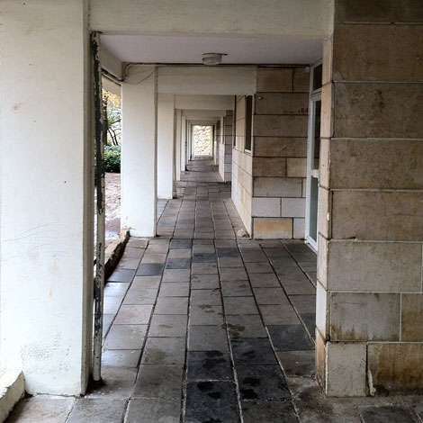 The Time Tunnel: A childhood neighborhood in Jerusalem now looks more like the entrance to the Matrix than a lively home (Photo credit: Biranit Goren)
