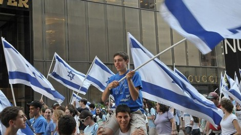 Jewish students on Fifth Avenue during a pro-Israel parade (photo credit: CC BY FaceMePLS, Flickr)
