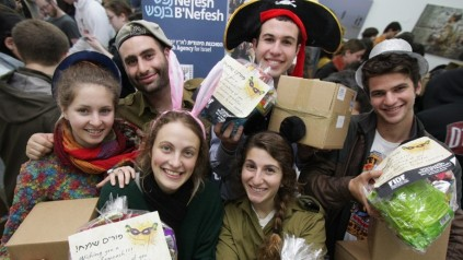Packing care packages for lone soldiers (photo credit: courtesy Nefesh B'Nefesh)