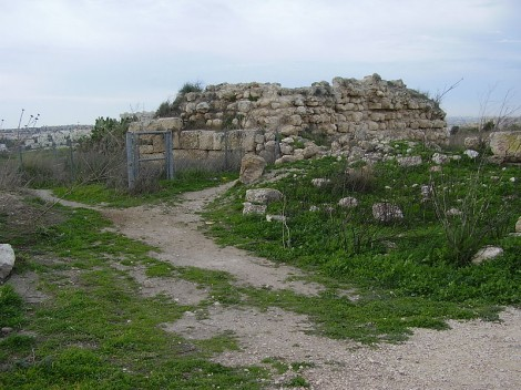 Crusaders fort at Titora (photo: CC-BY Avishai Teicher, Wikipedia)