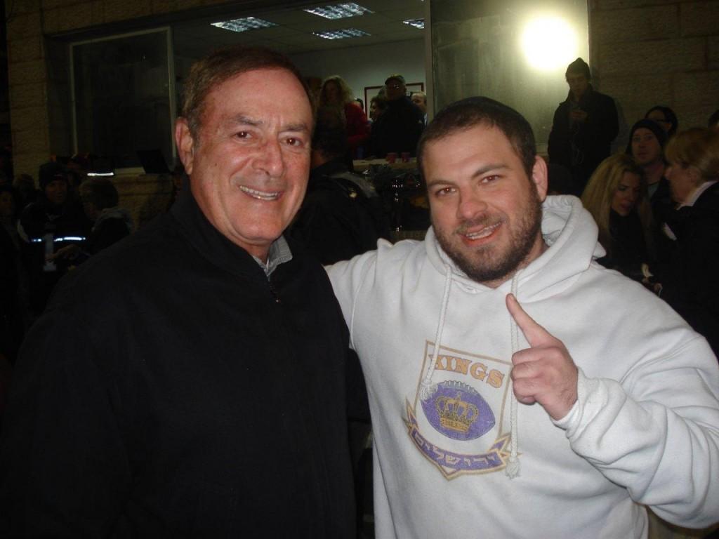 Al Michaels (left) with tlv1.fm talk show host Ari Louis (right).