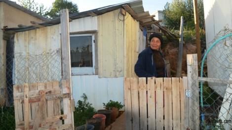 image woman poor house, photo Bnei menashe