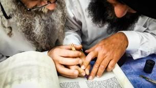 Torah scroll completion .jpg-204523