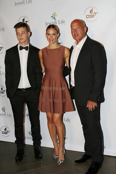 Bar Refaeli, her father Rafi and brother On-photo by Orly Halevy