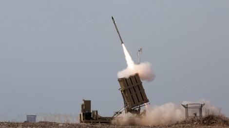 An Iron Dome battery intercepts an incoming Hamas rocket (CC-BY-SA, Nehemiya Gershoni, Wikipedia)