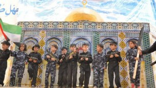 Gaza children posing with mock guns, against a cardboard model of Jerusalem's Dome of the Rock. (photo: The Israel Project, public domain)
