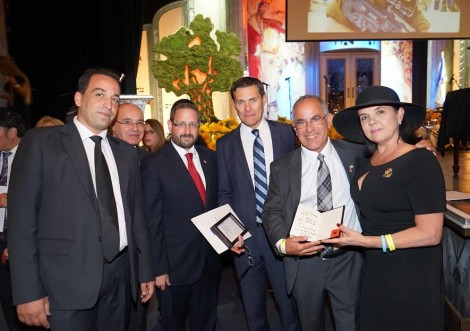 R-Evie and Stuart Steinberg, Israel consul General David Siegel, MK Dov Lipman-Photo-Orly Halevy