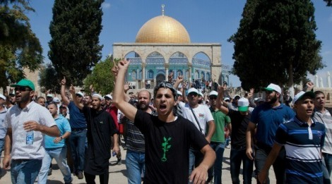 Arabs protest on Temple Mount-Getty Image