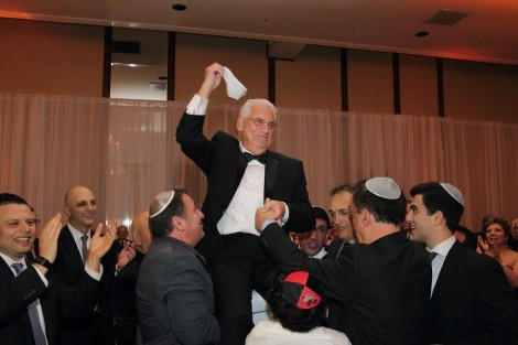 Hazan Mizrahi lifted by guests, what a celebration-Photo Michelle Mivzari