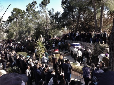 Thousands pay their respects to Maj. Yochai Kalangel at his funeral at Har Herzl a day after he and Staff Sgt. Dor Nini were killed by Hezbollah. Photo credit: Laura Ben-David